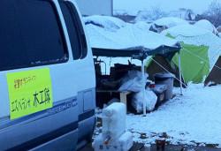 ボランティアセンター、野営基地の朝