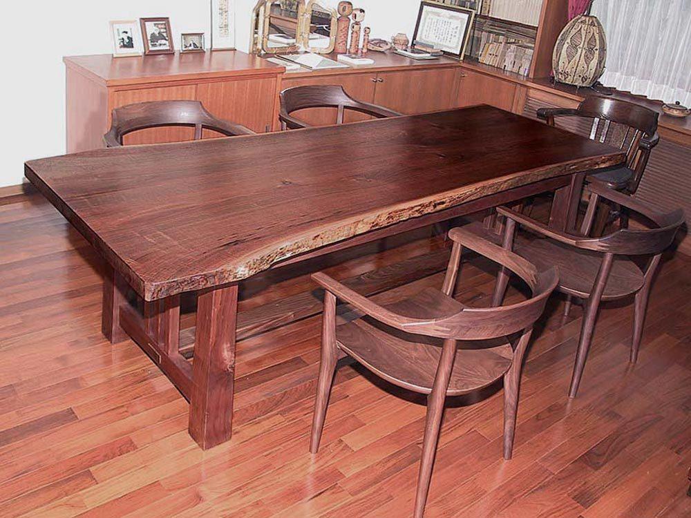 ブラックウォールナットのぎっぐなテーブル(2,300w 10,00d 710h)