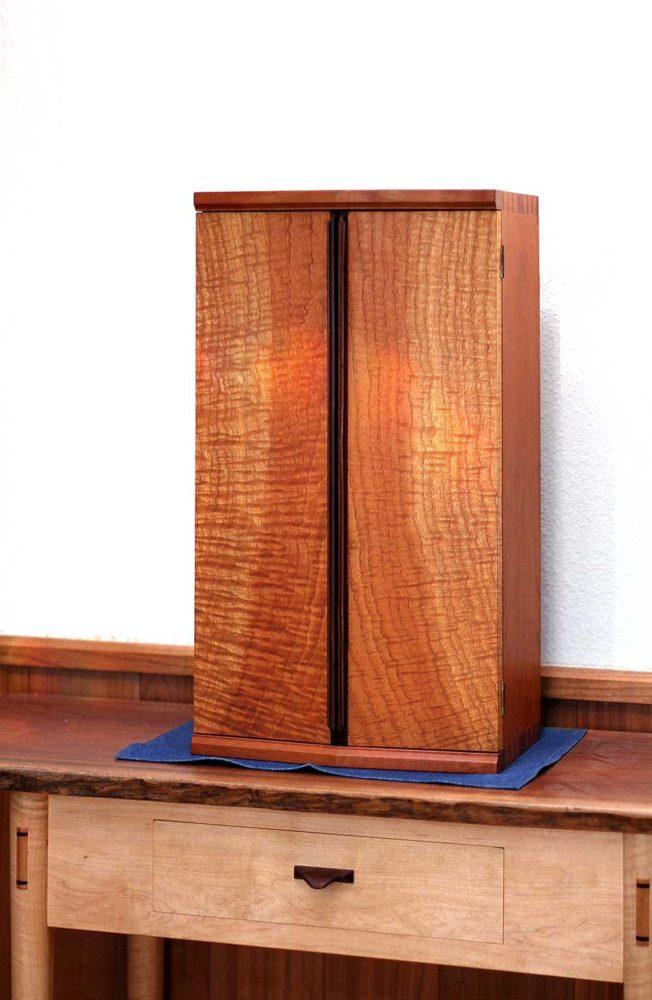 玄圃梨(ケンポナシ)の飾り棚
