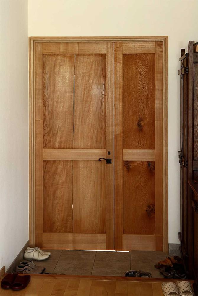 内部から:ミズナラ、親子ドア